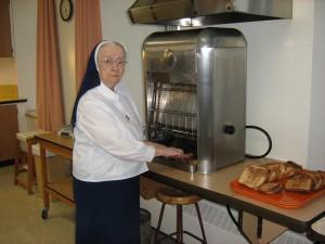 Préparation des rôties à 101 ans