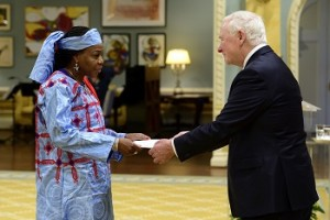 GG02-2016-0139-008 April 28, 2016 Ottawa, Ontario, Canada His Excellency the Right Honourable David Johnston, Governor General of Canada, received the letter of credence from Her Excellency Hassana Alidou, Ambassador-designate of the Republic of Niger, on Thursday, April 28, 2016, at Rideau Hall. Credit: MCpl Vincent Carbonneau, Rideau Hall, OSGG